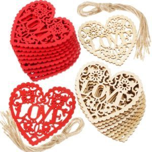 Adornos de madera en forma de corazon
