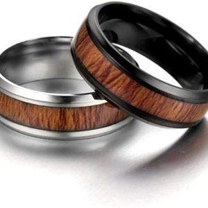 amody-par-anillo-de-la-pareja-de-bodas